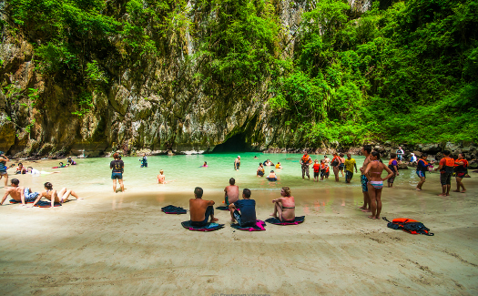 The beach on the other side of Morakot Cave (Image: drflint)