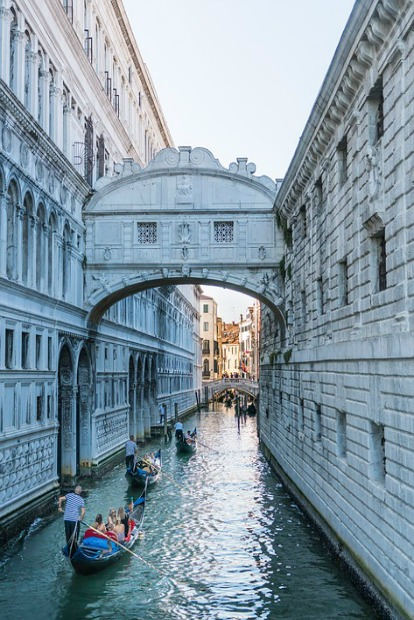 how-to-achieve-your-bucket-list-travel-goals-10