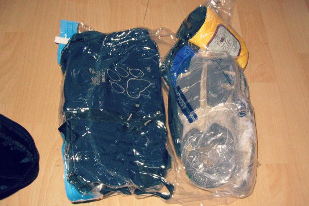 Robin Fernandes, Vacuum bags via Flickr CC BY-SA 2.0