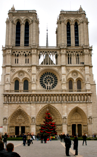 Christmastime at Notre Dame (Image: Brian Jeffery Beggerly)